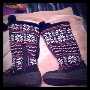Black and red sz 7embroidered winter boots